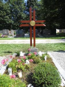 Grabkreuz angelehnt an das Triumphkreuz, das Kaiser Konstantin