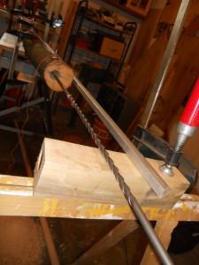 Selbstkonstruierte Bohrer aus 1m langen Steinbohrern und 45er Forstnerbohrer